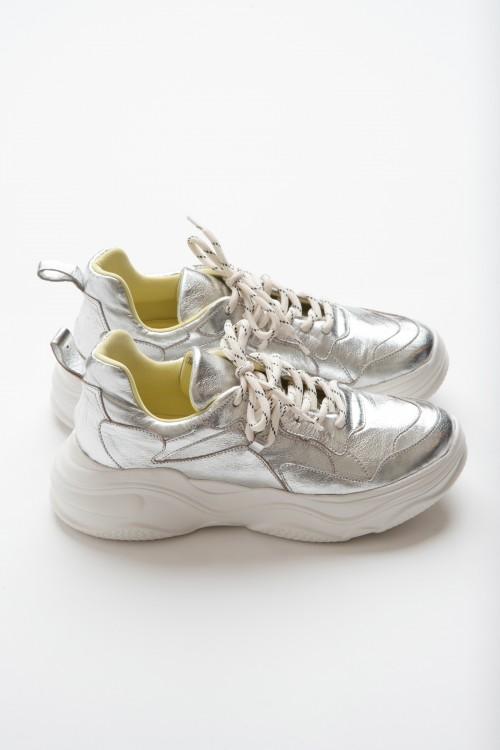 Παπούτσι sneaker με χοντρή σόλα