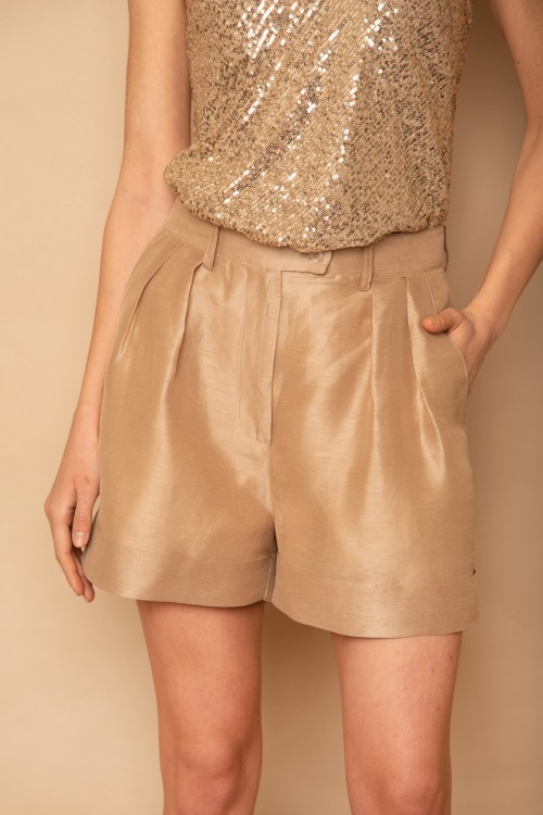 Linen shorts with pleats and lapels, women