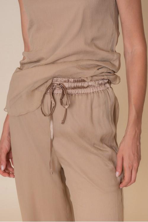 Παντελόνα από κρεπόν με λάστιχο στη μέση και μακό εσωτερικά