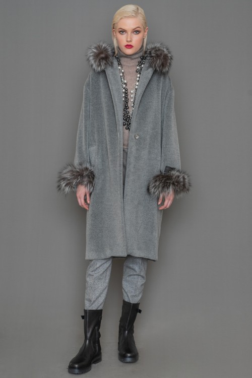 Alpaca coat in straight line with removable fur on the hood and sleeves, women's
