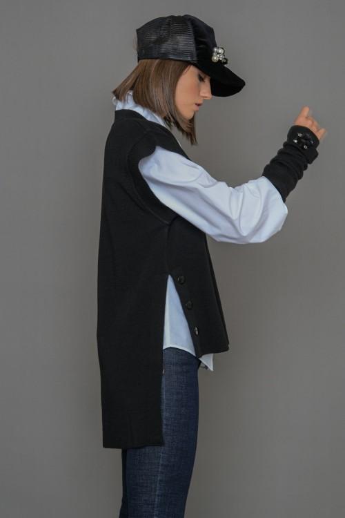 Πλεκτή μπλούζα αμάνικη με ανοίγματα στο πλάι και διακοσμητικά κουμπιά, γυναικεία